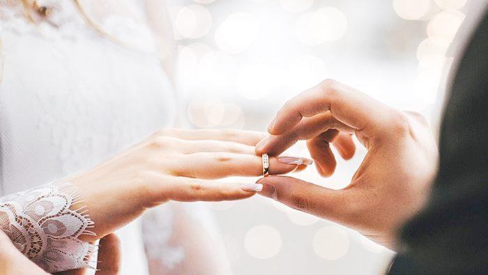 Photo of Eşe Evlilik Yıldönümü Mesajları